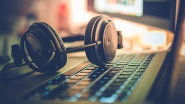 Playlist pop: 8 melodii care au luat cu asalt lumea muzicii