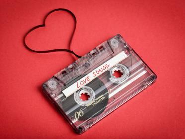 Playlist pentru Ziua Indragostitilor: cele mai frumoase melodii de dragoste
