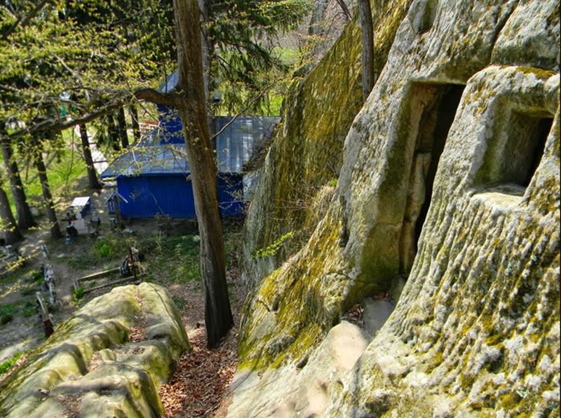 bisericile rupestre din Alunis